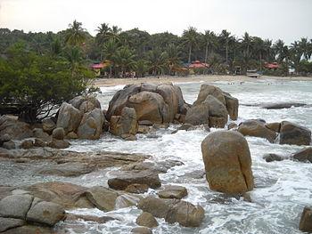 gambar pantai parai tenggiri bangka belitung