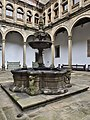Patio de San Marcos (Hospital Real de Santiago). Fuente.jpg