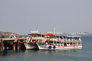 Pattaya-Koh Larn ferries.JPG