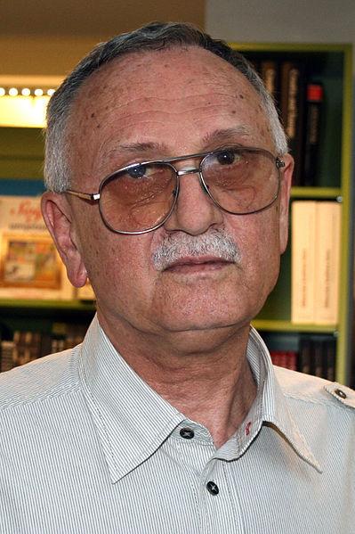 File:Pavao Pavlicic Zagrebacki sajam knjiga 052011 2.jpg ...