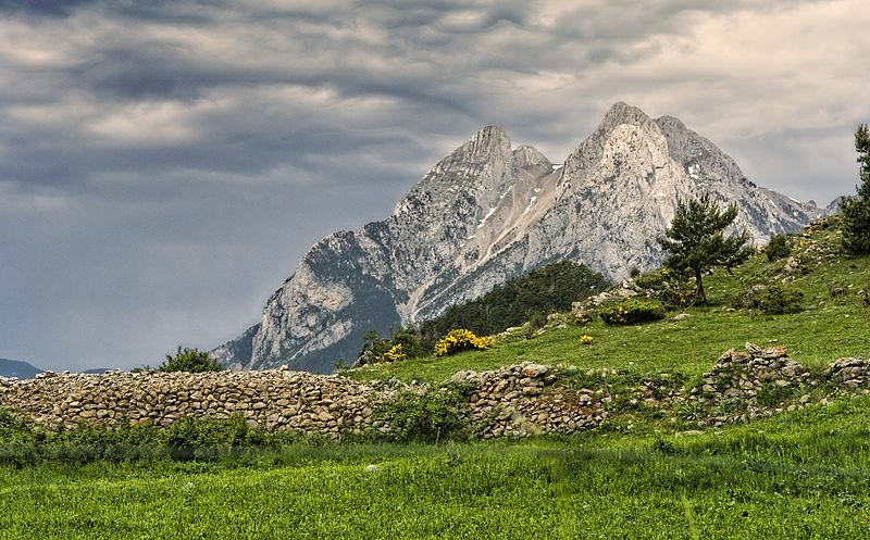 File:Pedraforca2.jpg