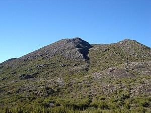 Vista do Pico da Bandeira a partir da trilha de acesso do lado de Minas Gerais
