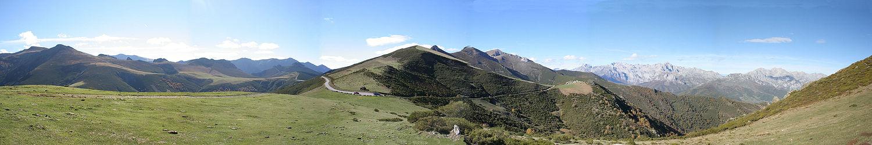 """Picos de Europe ten hoogte van """"San Glorio"""", 1608 meter boven de ..."""