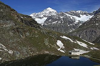 Schwarzsee (Zermatt) - Schwarzsee with chapel Maria zum Schnee, in the background from left Dent Blanche, Äbihorn and Arbenhorn