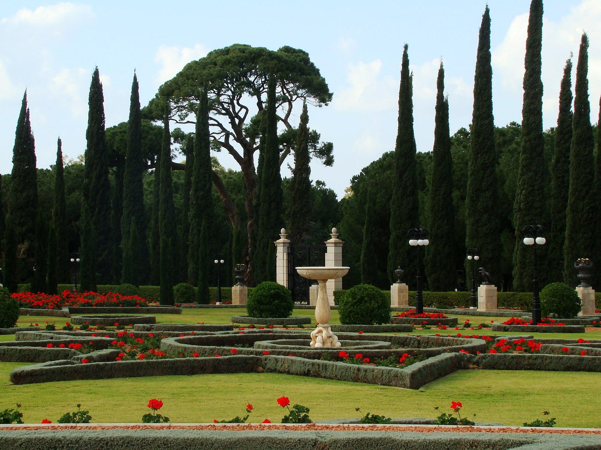 bah225237 gardens wikipedia