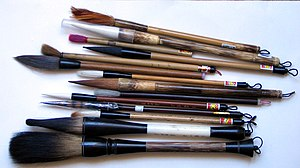 Ink brush - Brushes of various sizes and types of hair, including one of chicken feathers at the top