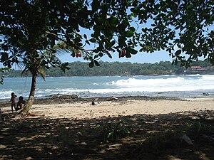 Limón - Image: Playa Bonita