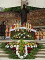 Podczas uroczystej mszy św. (9018713534).jpg