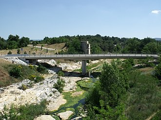 Pont Julien - Image: Pont Julien new road bridge