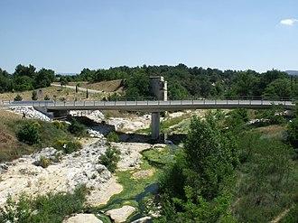 Pont Julien - Image: Pont Julien new road bridge