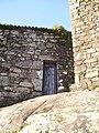 Porta lateral da capela das Torres do Oeste, Catoira.JPG