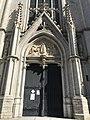 Portail central de l'église Saint Boniface d'Ixelles.jpg