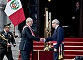 Presidente de la República Pedro Pablo Kuczynski tomó juramento al nuevo Canciller, Embajador Ricardo Luna Mendoza (28585725836).jpg