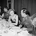 Prins Bernhard, mevrouw Simonds en generaal Simonds aan de dinertafel, Bestanddeelnr 255-8077.jpg