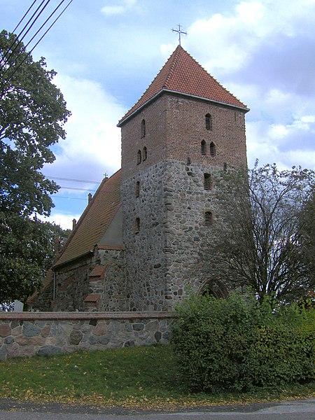 Przeczno - kościół pw. Podwyższenia Krzyża Świętego. Fot. Margoz, lic. CC-BY-SA-3.0, źródło: Wikimedia Commons.