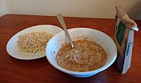 Quaker apples & cinnamon instant oatmeal 2.jpg