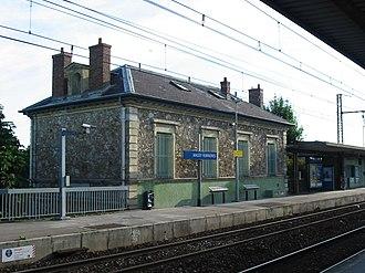Gare de Massy-Verrières - Image: RER B Massy V1