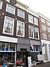 Gebouw, oorspronkelijk drie woonhuizen, thans een winkelpand