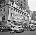 Reclamebord met echte rook voor sigarettenmerk Camel op Times Square, Bestanddeelnr 191-0803.jpg