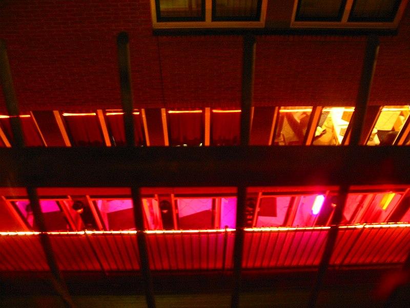 Мэр Амстердама поддерживает проституцию, но недовольна нашествием туристов в