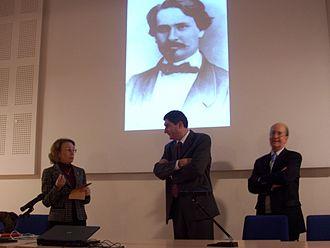 Félibrige - Remise d'une cigale d'argent de Maître d'oeuvre du Félibrige. (Ici à Jean-François Costes par la majorale Peireto Berengier à Sceaux le 13 décembre 2008 et devant le portrait de Frédéric Mistral).