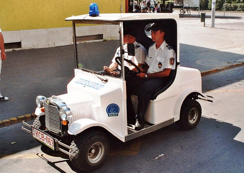 File:Rendőrség (police) Budapest Hungary 01.jpg