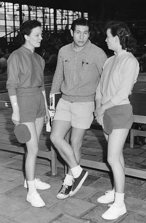 Rosalind Rowe - Richard Bergmann with Diane and Rosalind Rowe (right) in 1953