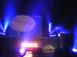 Rocka Rolla - Image: Rob Halford, explication de Never Satisfied, Montréal, 24 11 2011