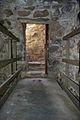 Rocca di Arquata del Tronto - porta di uscita sul ballatoio esterno della merlatura del mastio.jpg