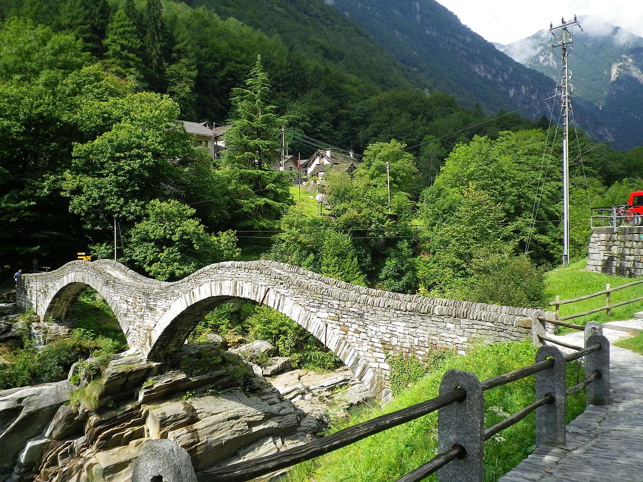 http://upload.wikimedia.org/wikipedia/commons/thumb/8/8a/Roman_era_stone_arch_bridge,_Ticino,_Switzerland.JPG/1280px-Roman_era_stone_arch_bridge,_Ticino,_Switzerland.JPG