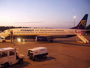 Ryanair Boeing 737-800 in Berlin-Schönefeld, n...