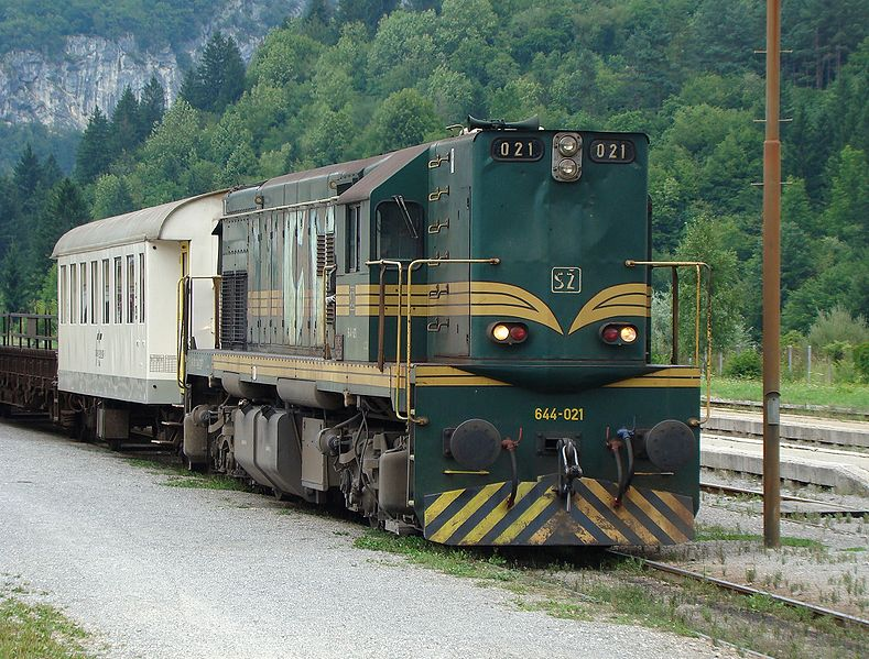 Slika:SŽ 644 series locomotive (01).JPG