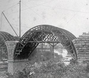 Stone Arch Bridge (Minneapolis) - Image: SAB under construction