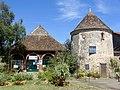 Saint-Arnoult-en-Yvelines (78), ancienne orangerie de la ferme du Prieuré et colombier, rue des Remparts.jpg