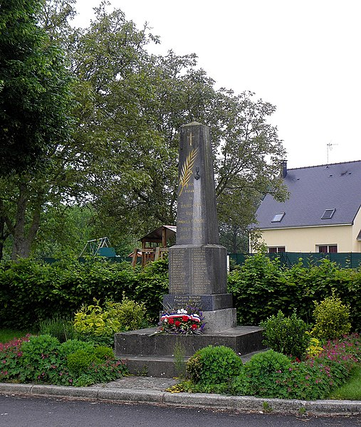 Monument aux morts de Saint-Poix (53).