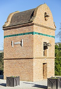 Saint-Sulpice-la-Pointe (Tarn) - Pigeonnier de 1810.jpg