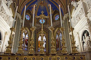 Santa Maria sopra Minerva altar 2010.jpg