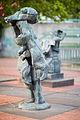 Sculpture Frauen von Messina Rolf Szymanski Raschplatz Hanover Germany 01.jpg