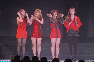 Secret (South Korean band) on 2012-03-09 (2).jpg