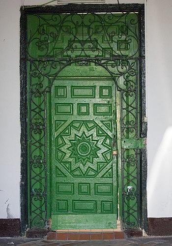 Sevilla-Barrio de Triana-Puerta %28Calle Betis%29-20110915