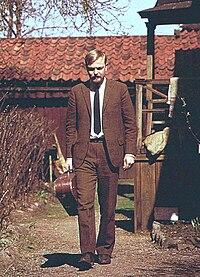 Singer and songwriter Olle Adolphson at Bastugatan 32, Stockholm, 1963.jpg