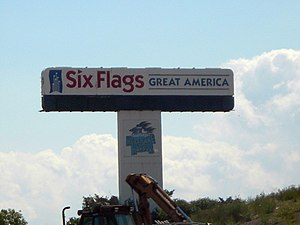 Great America's original sign stood next to Interstate 94 for 30 years until it was replaced in 2006. Six Flags Great America 2006 old sign.JPG