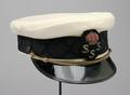 Skärmmössa med kunglig krona och emblem - Livrustkammaren - 65298.tif
