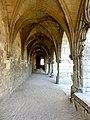 Soissons (02), abbaye Saint-Jean-des-Vignes, cloître gothique, galerie sud, vue vers l'ouest.jpg