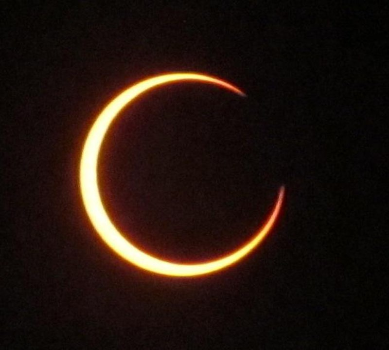 http://upload.wikimedia.org/wikipedia/commons/thumb/8/8a/Solar_Eclipse_May20_2012_62.jpg/800px-Solar_Eclipse_May20_2012_62.jpg