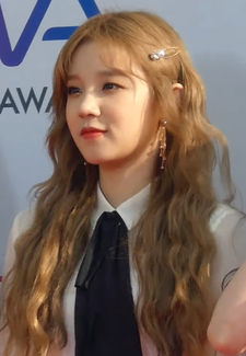 Song Yuqi at The Fact Music Awards on April 24, 2019.png
