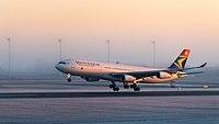South African Airways Airbus A340-313 ZS-SXE MUC 2015 02.jpg