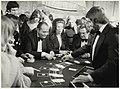 Spelers in het casino in hotel Bouwes. NL-HlmNHA 54005743.JPG