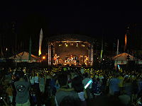 Spiderbait at Parra.JPG