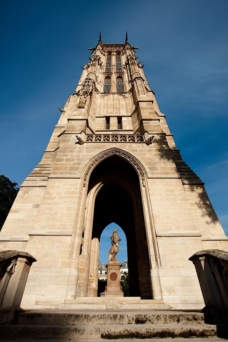 La tour Saint-Jacques, dans le 4e arrondissement de Paris.  (définition réelle 1600×2400)